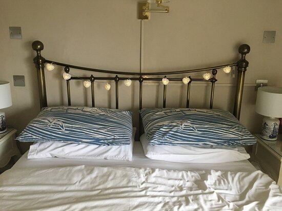 Room 2 comfy bed.