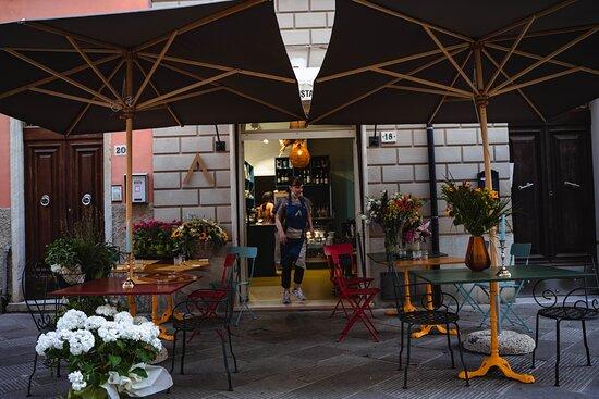 Il nostro Bistrot è aperto dalle ore 8.30 alle ore 00.00 tutti i giorni. Gradita prenotazione per pranzo e cena.