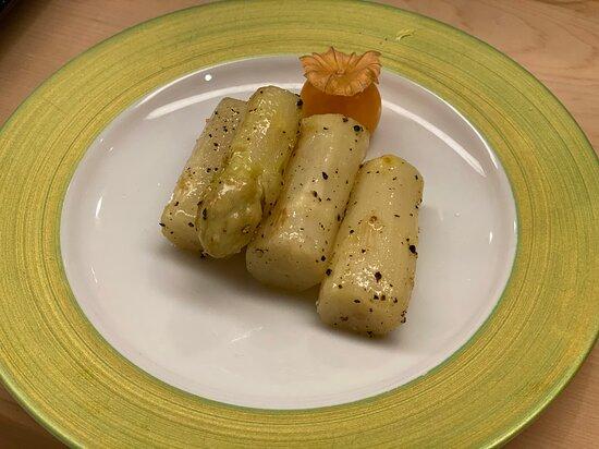 オランダ産のめちゃ太いホワイトアスパラ(オリーブオイル焼きに黒胡椒)