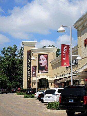 Peoria, إلينوي: Westlake Shopping Center. 2601 W lake Ave, Peoria IL. July 2021