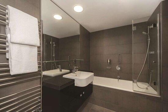 adina apartment hotel hackescher markt two bedroom apartment bathroom
