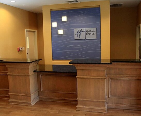 A warm welcome awaits you at Bossier City Holiday Inn Express.