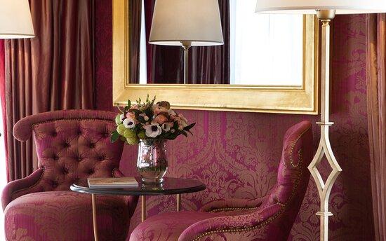 Lounge Area Elysee Suite