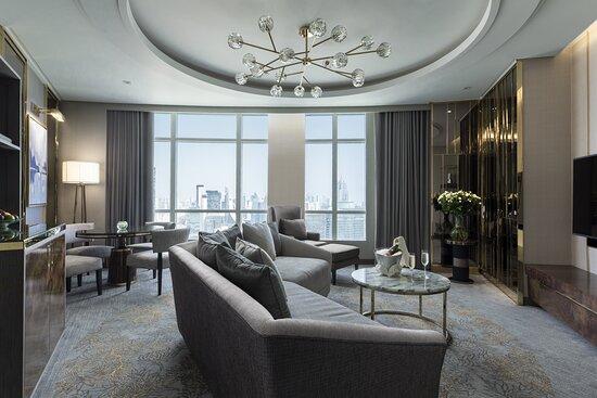 Grand Club Suite 1