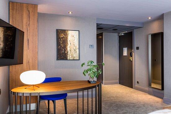 Hotel Okura Amsterdam Panorama Room Bedroom Bureau