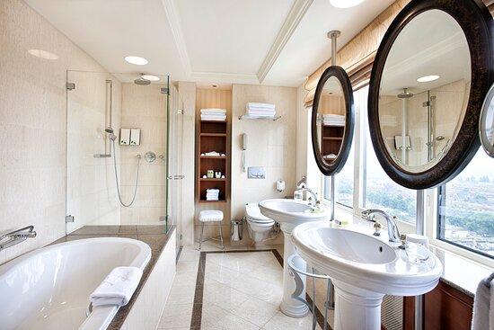 Hotel Okura Amsterdam Panorama Room Bathroom