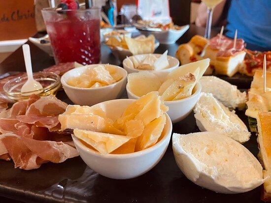 Assaggini di formaggio e salumi