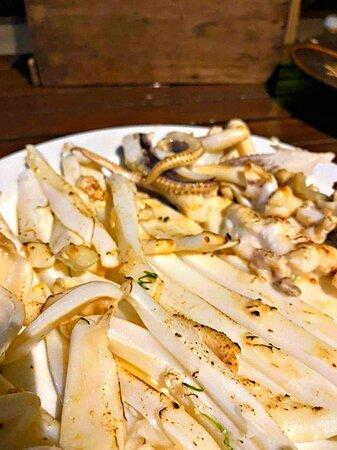 Seafood: Grilled Cuttlefish - ปลาหมึกหอมย่าง 🦑