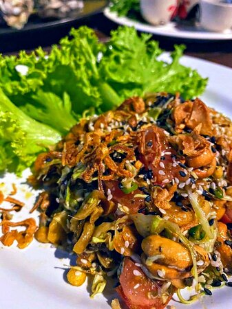 Signature: Burmese Tea Leaf Salad - สลัดยำพม่่า 🌿🥜🇲🇲