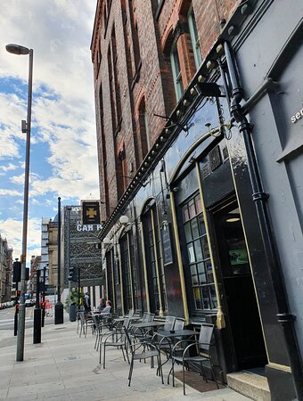 The Victoria Cross Pub in Liverpool Commercial District
