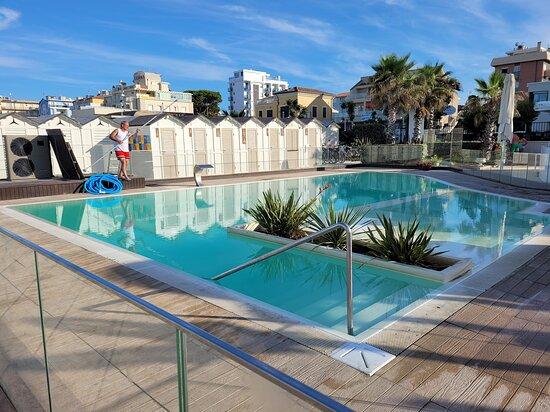 La piscina di Alba D'oro
