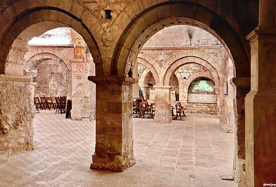 Abbaye de Saint Victor , vue de la crypte  sous l'abbaye //view of the crypt under the abbey