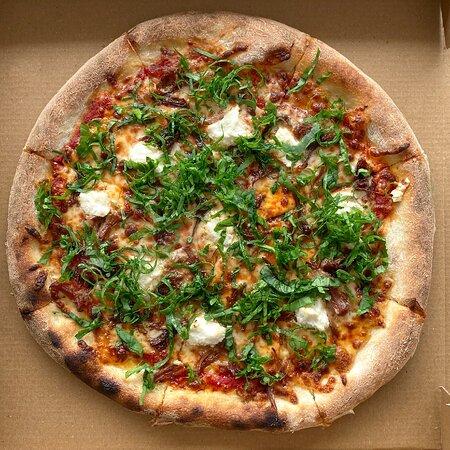 The Kavurmalı Domates Sos, Mozzarella, Ricotta, Tam Karkas Kavurma, Taze Roka  Tomato Sauce, Mozzarella, Ricotta Cheese, Braised Meat, Fresh Rocket