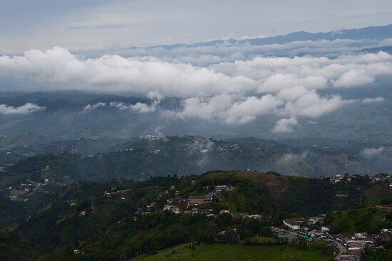 Manizales, Colômbia: Облака и горы.
