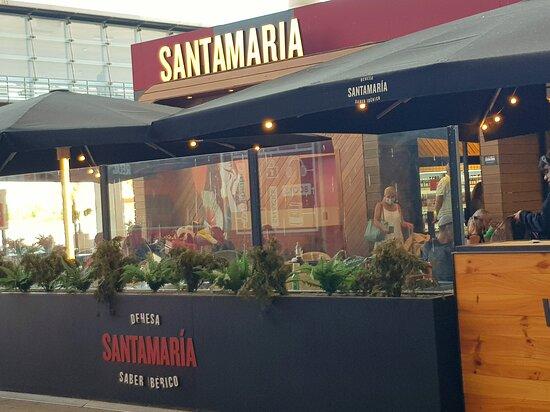 Málaga, Espanha: Arrivals at Airport, bus tickets plus handy snack bar