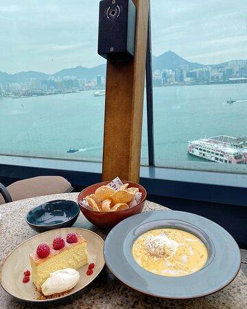 喜歡嚟到呢間酒店頂樓望住個海,一邊食甜品🍰,一邊飲香檳🥂,夠晒relax !🤩🥰😎