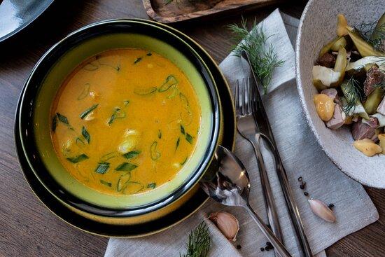 Куриный суп с кокосовым молоком и карри