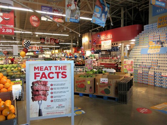 Hy-Vee: Orders of Italian & Asian Food (far right), at the front part of the store. Photo: June 2021