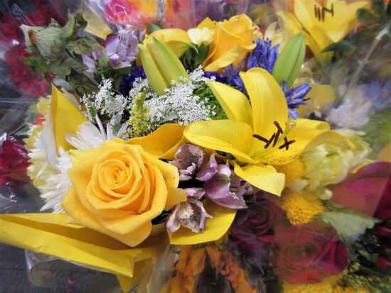 Hy-Vee: Beautiful Flowers! July 2021