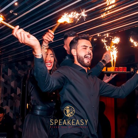 Restaurant Piano Club Le Speakeasy Cannes • Best Place in Town • Party all Night Long • Fine Dinner, Live Music & Clubbing • Come & Enjoy