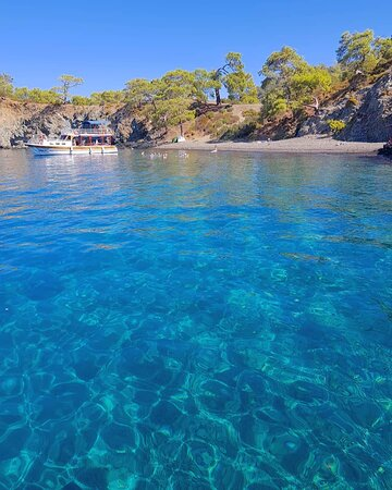 We visited some fantastic bays, where we could all enjoy snorkeling and swimming with the floats provided.