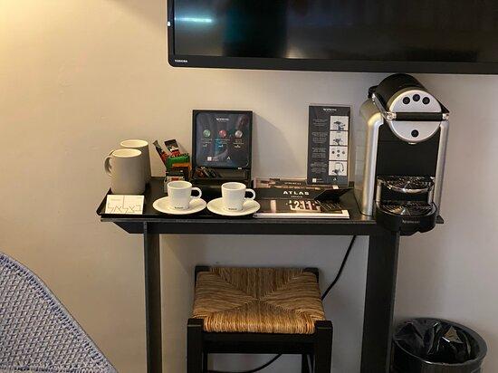 פינת קפה: מכונת נספרסו, מים חמים לתה
