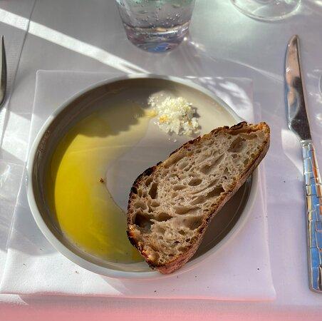 Brot mit Öl und Orangensalz