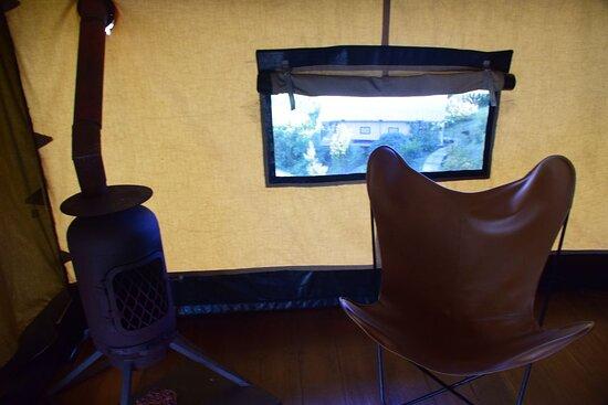 """Печка и окно """"вместо телевизора""""."""