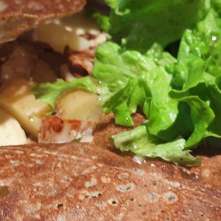 Chamonix :  pomme de terre, poitrine fumée, Reblochon fermier & salade  °o°