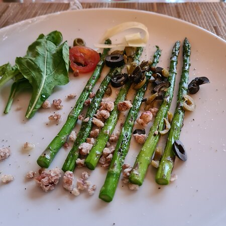 Asparagus with nuts
