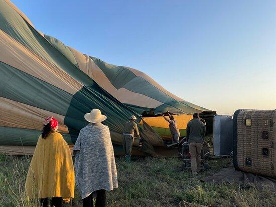 Serengeti Balloon Safari: Balloon inflation