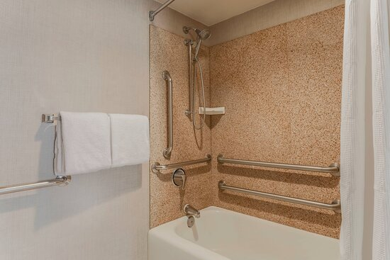 Accessible Guest Bathroom - Tub