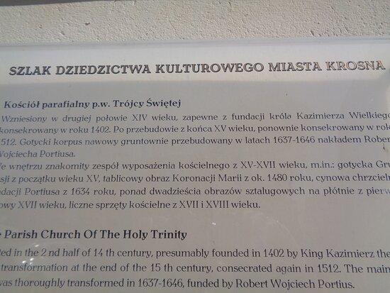 Nowa tablica uzupełnia naszą wiedzę o farze . Pewne kontrowersje powstają w związku z datą powstania kościoła .