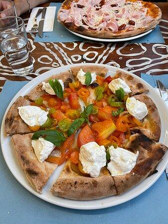 Pizza mit Prosciutto - Photo de Pizzeria Capri, Jesolo - Tripadvisor