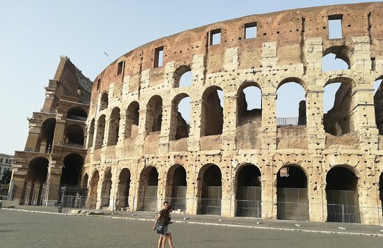Coliseo: Building exterior