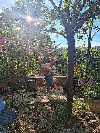 Musique a cote jardin