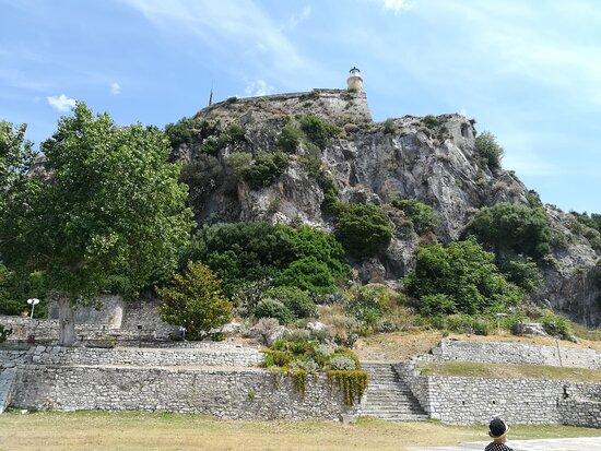 Corfu Old Town Walking Tour: Historic Buildings & Great Personalities: Neue Festung in Korfu-Stadt.