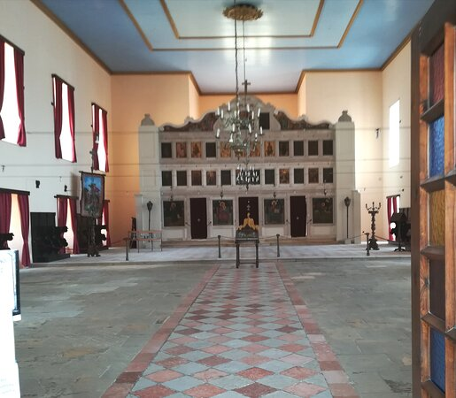 Corfu Old Town Walking Tour: Historic Buildings & Great Personalities: Die Krönungskapelle in der neuen Festung von Korfu.