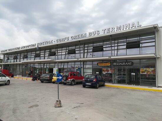 Corfu Old Town Walking Tour: Historic Buildings & Great Personalities: Der Busbahnhof von Korfu von der City aus gelaufen 15min.