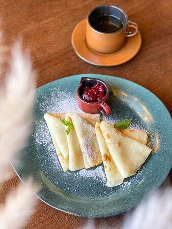 Правильный завтрак - это не только полезно для вашего организма, но и прекрасно для настроения...Так начните же утро выходного дня со вкусного завтрака в кафе -Калачи- бар! 🤗  Сегодня мы рады предложить вам подкрепиться нашими нежными блинчиками с топпингами на ваш выбор! 🥞  С добрым утром и приятного аппетита!