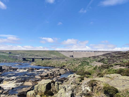 we stuck to the Pennine Way and didn't get any closer to the reservoir than that bridge, at the top of Cauldron Snout.