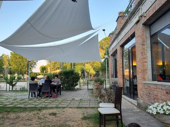 Lo spazio per i tavoli all'aperto