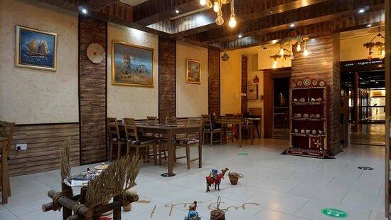 AL MANDOOS RESTAURANT & CAFE