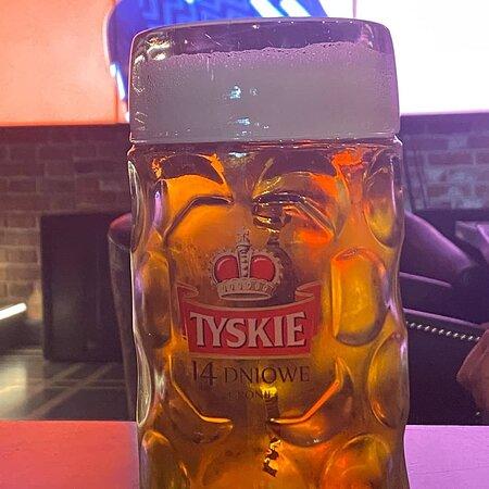 Mejor cerveza que bebió en Polonia se llama Tyskie 14 día. Comida y postre perfecta y buen precio. 100% recomendable