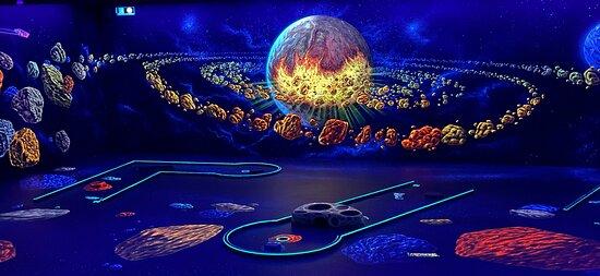 Glowingrooms 3D Schwarzlicht Minigolf Koln-City