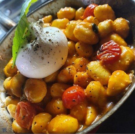 Gniocchi sauce tomates fraîches et burrata