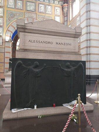 Tomba di Alessandro Manzoni