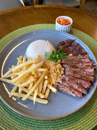 Bife acho com  arroz, batata-frita e vinagrete (PEX)