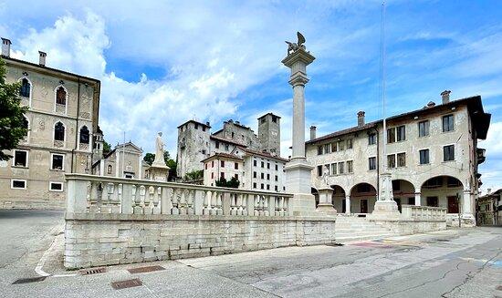 piazza centrale.