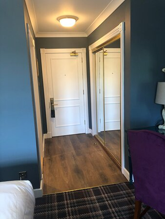 Contemporary room (114)